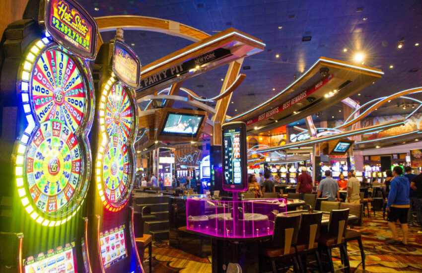 Top Eight Classes About Online Gambling To Be