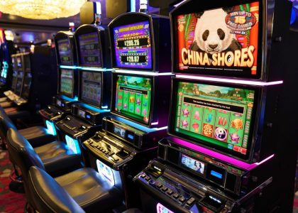 Eight Invaluable Classes About Online Gambling